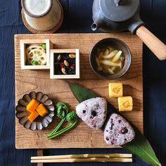 . ................ 2016.03.17 . Today's breakfast is Japanese food. . . ❁今日の朝ごはん❁ . ❁#十六穀米 #おにぎり ❁#こごみ ❁#かぼちゃ煮 ❁#ひじきの煮物 ❁#蓮根 と鶏挽肉の#ピリ辛炒め ❁#しめじ の#味噌汁 ❁#玉子焼き . . おにぎりで、ほっこり 朝ごはん♡ . . . #富山孝一 #小澤基晴 #馬場勝文  #fuuka #陶器 #急須 #枝箸 #藍染 #和食 #japanesefood #riceball #misosoup #simmeredfood #friedeggs @koichi_tomiyama @ozawa_motoharu . .