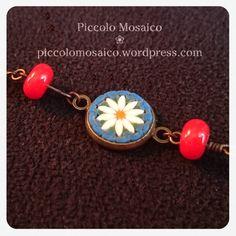 Guarda questo articolo nel mio negozio Etsy https://www.etsy.com/it/listing/515517235/micro-mosaic-bracelet-white-daisy