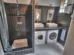 Location vacances maison Uzes: Salle de bain avec WC - 1er étage - Buanderie avec lave linge & sèche linge