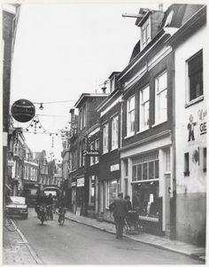 Fiets- en vrachtverkeer in de Gierstraat 1971
