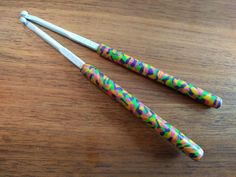Crochet hook, size and polymer clay Fimo covered aluminium hook Crochet Hook Sizes, Crochet Hooks, Mosaic Patterns, Sock Yarn, Hand Dyed Yarn, Crochet Gifts, Pink And Gold, Really Cool Stuff, Polymer Clay