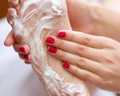 6 remédios caseiros para eliminar o mau cheiro nos pés | RECEITINHAS CASEIRAS Wedding Rings, Engagement Rings, Home Remedies, Log Projects, Beauty, Tips, Recipes, Food Items, Enagement Rings