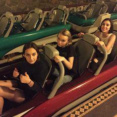 Lily rose depp- theme park with friends Cute Friends, Best Friends, Teenage Dirtbag, Lily Rose Depp, Indie Kids, Best Friend Pictures, Teenage Dream, Best Friend Goals, Photo Instagram