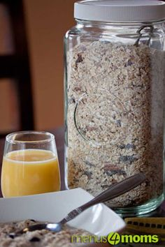 Homemade Instant Oatmeal Mix: For a healthier and less expensive alternative to instant oatmeal packets, try this homemade instant oatmeal mix.