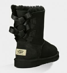 UGG Bailey Bow 1002954 Boots Black Want these! Uggs are so comfortable.my fav go to boots on the weekend! Uggs For Cheap, Ugg Boots Cheap, Ugg Snow Boots, Warm Boots, Bow Boots, Black Boots, Black Uggs, Green Uggs, Ugg Boots With Bows
