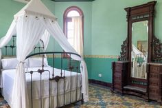La Rosa de Ortega / Standard Room - Houses for Rent in La Habana - Get $25 credit with Airbnb if you sign up with this link http://www.airbnb.com/c/groberts22