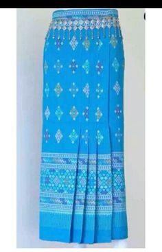 Kebaya Lace, Kebaya Dress, Thai Traditional Dress, Traditional Outfits, Batik Fashion, Skirt Fashion, Model Rok Kebaya, Kebaya Modern Dress, Lace Skirt And Blouse
