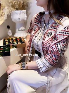 Retro Fashion Coming Back .Retro Fashion Coming Back Arab Fashion, Hipster Fashion, Retro Fashion, Korean Fashion, Girl Fashion, Fashion Top, Fashion History, Womens Fashion, Winter Mode Outfits