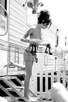 Amy Winehouse 🎼 shared by mka on We Heart It Amy Jade Winehouse, Amy Winehouse Style, Janis Joplin, Pity Alvarez, Pretty People, Beautiful People, Back To Black, Black And White, Amazing Amy