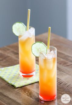 Rum Punch - a little taste of paradise! One of the best recipes for rum of pineapple juice 2 ounces of orange juice 1 ounce dark rum, plus ounce to splash on top 1 ounce coconut rum splash of grenadine lime slice for garnish Limoncello Cocktails, Cocktails Bar, Summer Cocktails, Party Drinks, Cocktail Drinks, Cocktail Recipes, Best Rum Drinks, Rum Punch Recipes, Jus D'orange