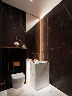 10 Pretty Powder Rooms Elite bold powder room ideas for 2019 Washroom Design, Toilet Design, Bathroom Interior Design, Bathroom Toilets, Bathroom Fixtures, Dyi Bathroom, Bathroom Trends, Modern Powder Rooms, Guest Toilet