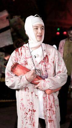 Es tan divertido como sujeta la pierna del zombie!