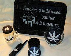Diy Resin Tray, Diy Resin Crafts, Stoner Room, Stoner Art, Marijuana Decor, Glass Pipes And Bongs, Stoner Gifts, Stash Jars, Bad Girl Aesthetic