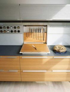 23 Incredible kitchen without island – decorisme – Type Of Kitchen Storage Diy Kitchen, Kitchen Interior, Kitchen Storage, Kitchen Ideas, Kitchen Cabinets, Brown Cabinets, Kitchen Countertops, Kitchen Grey, Kitchen Decor