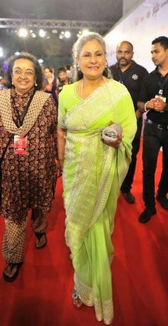 SPRING'S IN! Jaya Bachchan epitomised the coming of Spring, evoking the verdant splendour of the season, at the Filmfare Awards. It was the freshest of greens for Mrs Bachchan who wore an Abu Jani Sandeep Khosla Bakhiya saree featuring delicate embroidery and a smattering of sequins at the borders. Business Dresses, Silk Sarees, Blouse Designs, Indian Fashion, Beautiful Outfits, Illusions, Acting, Bollywood, Awards