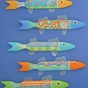 Use plastic for fin Folk Art Fish, Fish Art, Palm Frond Art, Driftwood Fish, Wooden Fish, Fish Design, Pallet Art, Hand Painted Furniture, Beach Crafts