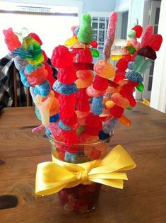 Candy kabobs! Oh my! I am going to make these for my bff -- she will love them!