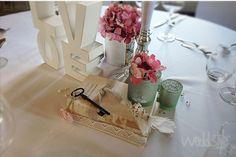 ♥♥♥ Alte Bücher für Vitage Hochzeit & Hochzeitsdekoration. http://weddstyle.de/vintage-hochzeitsdekoration-buecher.html