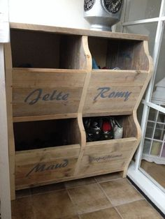a Better way to hide shoe clutter Home Organisation, Diy Organization, Diy Casa, Home Upgrades, Home Hacks, Home And Living, Living Room Designs, Wood Projects, Home Furniture