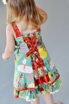 very cute dress~ looks like one of the dresses from Sewing Clothes Kids Love I've been meaning to make forever. This year...