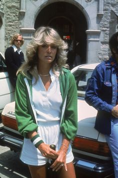 30 Vintage Photos of Beautiful Famous Women - Before the days of airbrushing and photo manipulation. What you saw is what you got, naturally beautiful women no filter needed. Check out this collection of the best vintage photos of beautiful woman. Tennis Fashion, 70s Fashion, Sport Fashion, Vintage Fashion, Vintage Style, Tennis Outfits, Tennis Clothes, Farrah Fawcett, Style Année 70