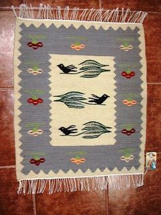 Handmade romanian traditional small rug imported o Canada - Carpeta traditionala romanesaca lucrata manual importata in Canada