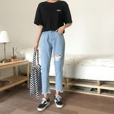 Irregular hole casual loose jeans is a trendy, Newchic provides wide range of best cheap Denim & Jeans for you. Korean Casual Outfits, Casual School Outfits, Casual Winter Outfits, Trendy Outfits, Fashion Outfits, College Casual, Spring Outfits, Style Fashion, Loose Jeans Outfit