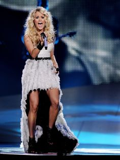 Carrie Underwood Photo - Carrie Underwood And Hunter Hayes Perform At The Staples Center