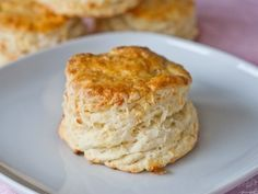 Fluffy Mozzarella Biscuits – buttery, cheesy, flaky layers make for the perfect biscuit. Gigantic biscuits so delicious full of buttery cheesy goodness. Fluffy Biscuits, Cheese Biscuits, I Love Food, Good Food, Yummy Food, Bread Recipes, Cooking Recipes, Homemade Biscuits, Biscuit Recipe