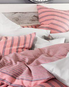 Hochwertige Bettwäsche in erstklassiger Satin-/Leinenqualität – kühlt im Sommer, wärmt im Winter. Linen Bedding, Pastel, Satin, Winter, Textiles, Bedroom, Summer, Linen Sheets, Winter Time