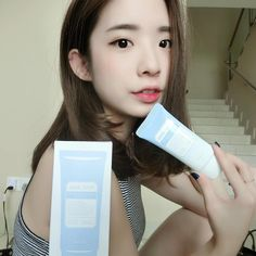 @liyeeeeee ❤️ this #Klairs Mid Day Blue Sun lotion as it is light weight and fast absorption. With SPF 40, this is good enough to be her makeup base and protect her from UV ray✨ Blue color cream that heal your skin from inside out💧