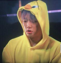 Bobby wearing a onesie Hanbin, Kim Jinhwan, Yg Ikon, Ikon Kpop, Jay Song, Twitter Layouts, Asian Babies, K Idol, Photos