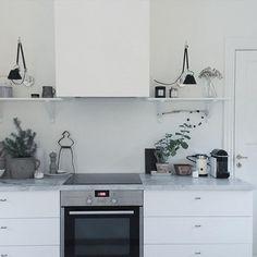 Kitchen mood... #nordiskrum #nordiskrom #nordic #nordichome #nordicliving #nordiskehjem #nordicinterior #nordicinspiration #nordiclifestyle #interior #interiør #inredning #indretning #interior4all #styling #simpleliving #kinfolk #altinteriør #boligliv_dk #wreath #winter #nature #naturalliving #scandinavianhome