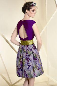 Vestido de fiesta corto evassé falda estampada modelo A1827-1 Saree Dress, I Dress, Love Fashion, Vintage Fashion, Womens Fashion, Hijab Fashion, Fashion Dresses, Box Pleated Dress, Vintage Party Dresses