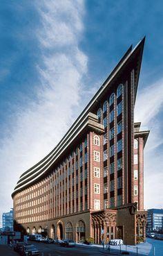 Eines der beeindruckendsten Gebäude von Fritz Höger: Das Chilehaus in Hamburg. Quelle: Union Investment www.chilehaus-hamburg.de?utm_content=bufferab333&utm_medium=social&utm_source=pinterest.com&utm_campaign=buffer