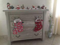 Ma déco meuble , avec les bottes  du père Noël en couture