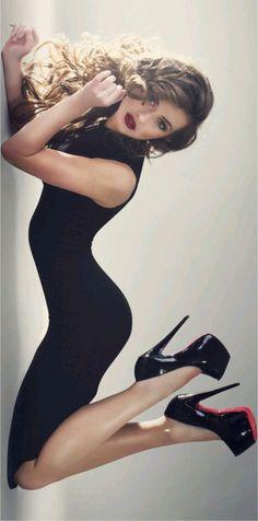 Love this sexy yet classy look. [ VelvetEyewear.com ] #sexy #luxury #style