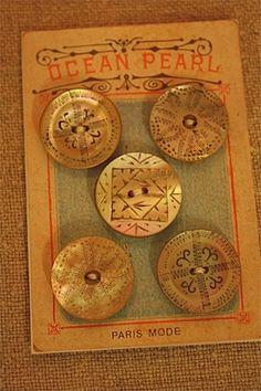 ButtonArtMuseum.com - Antique Victorian buttons