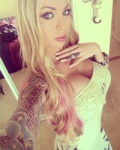 Los Selfies de la hermosa DJ Megan Daniels (@DJMeganDaniels)
