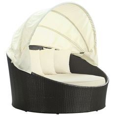 Take a much-deserved siesta on this elliptical day bed and awaken feeling completely refreshed.