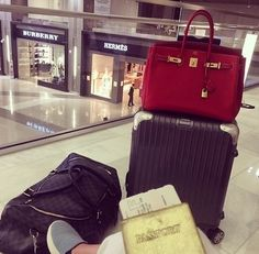 Find images and videos about travel, vacation and passport on We Heart It - the app to get lost in what you love. Kids Luggage, Travel Luggage, Travel Bags, Hermes, Bff, Travel Aesthetic, Book Aesthetic, Airport Style, Airport Outfits