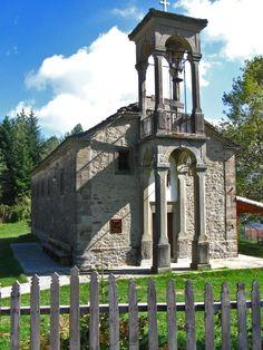 Agia Triada church in Metsovo ~ Epirus, Greece Macedonia, Albania, Bulgaria, Beautiful Buildings, Beautiful Places, Religious Architecture, World Religions, Architectural Features, Place Of Worship