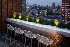 17 Ways to Turn Your Tiny Balcony Into an Irresistible Outdoor Space An outdoor counter top and weather resistant bar stools make dining alfresco on this skinny Brooklyn terrace possible. Narrow Balcony, Tiny Balcony, Outdoor Balcony, Balcony Railing, Outdoor Decor, Balcony Ideas, Balcony Garden, Outdoor Spaces, Rooftop Decor