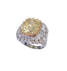 An impressive fancy yellow diamond ct.9.26 setting with ct.3.80 colourless fancy shape diamonds