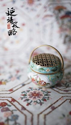 "Chinese painted enamel in the TV series ""The Story of Yanxi Palace"" Chinese Style, Chinese Art, Chinese Crafts, Chinese Embroidery, Mood Images, Creative Embroidery, Kanzashi, China, Chinese Culture"