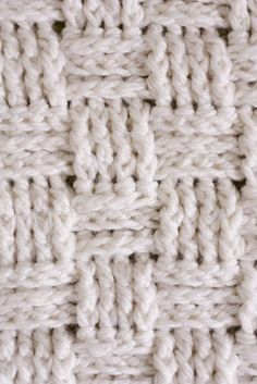 Basket Weave Crochet Baby Blanket Crochet a baby blanket using a basket weave stitch and chunky yarn. It works up SO fast and it's beautiful!Crochet a baby blanket using a basket weave stitch and chunky yarn. It works up SO fast and it's beautiful! Crochet Video, Crochet Diy, Learn To Crochet, Crochet Crafts, Crochet Hooks, Crochet Projects, Crochet Tutorials, Stitch Patterns, Knitting Patterns