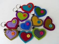 Ideas x season: Create some super easy keychains using foami or felt - Arthur Marlow Felt Crafts Diy, Fabric Crafts, Sewing Crafts, Arts And Crafts, Felt Keychain, Felt Patterns, Felt Fabric, Fabric Jewelry, Felt Hearts