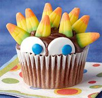The Best Halloween cupcake decorating ideas! Fun for a party or scary dessert #recipe #halloween as collected by www.skiptomylou.org