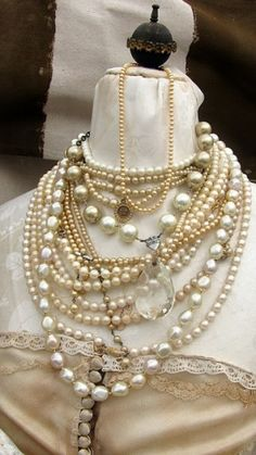 Vintage pearls have a timeless classical appeal & go beautifully with most wedding gowns. Vintage pearls work well with cream or ivory.