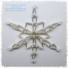 Free detailed tutorial on how to make a snowflake out of bugle beads, seed beads, round beads and wire. An easy-to-follow pattern, great for beginners!